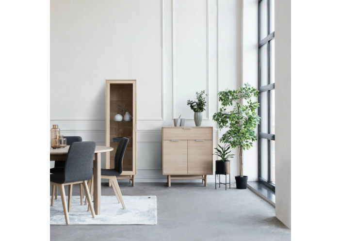 kiruna_roundtable-chair-sideboard_interior-koreguota-04-compressor-mazinta_1563273309-339debc2e90c1990dd4838b9ff833234.jpg