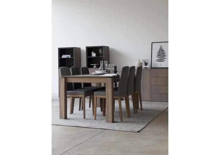 levin-chair-interior-2_1585643091-eb6a40466bc5c1963a53d7978da1e47c.jpg